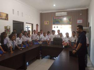 """Ratusan Siswa SMA Negeri 1 Kupang Timur """"Sekolah"""" Hukum di PN Oelamasi"""