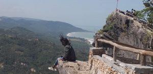 Batu Brawn Suguhkan Pemandangan Pantai Teres Yang Aduhai